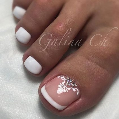 Charming French Pedicure 2021: Tendencies and Trends