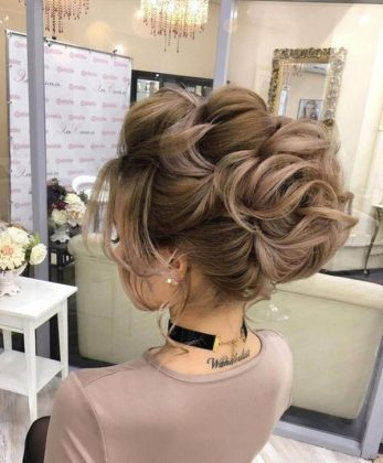 Do You Want to Shine on New Year's Eve? Christmas and New Year's Hairstyles 2020 in our Photo Gallery!